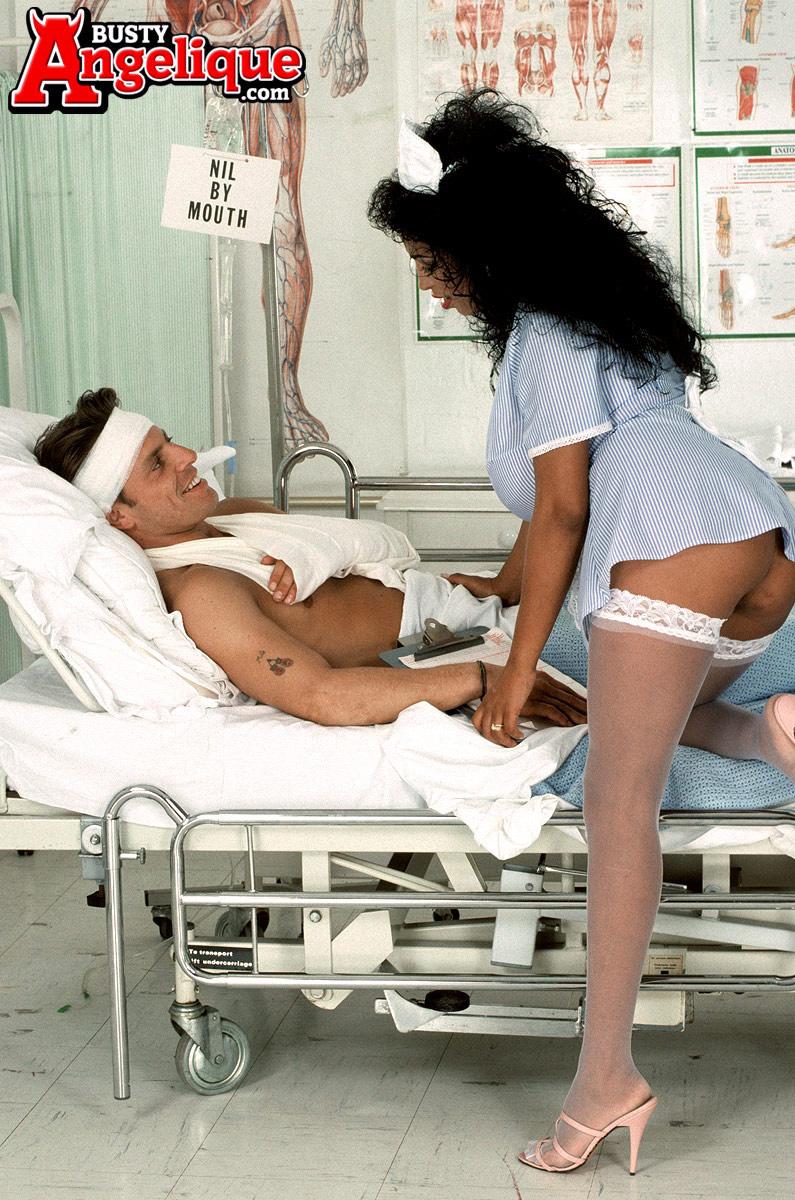 Fotos de medica tarada transando com seu paciente dotado e safado