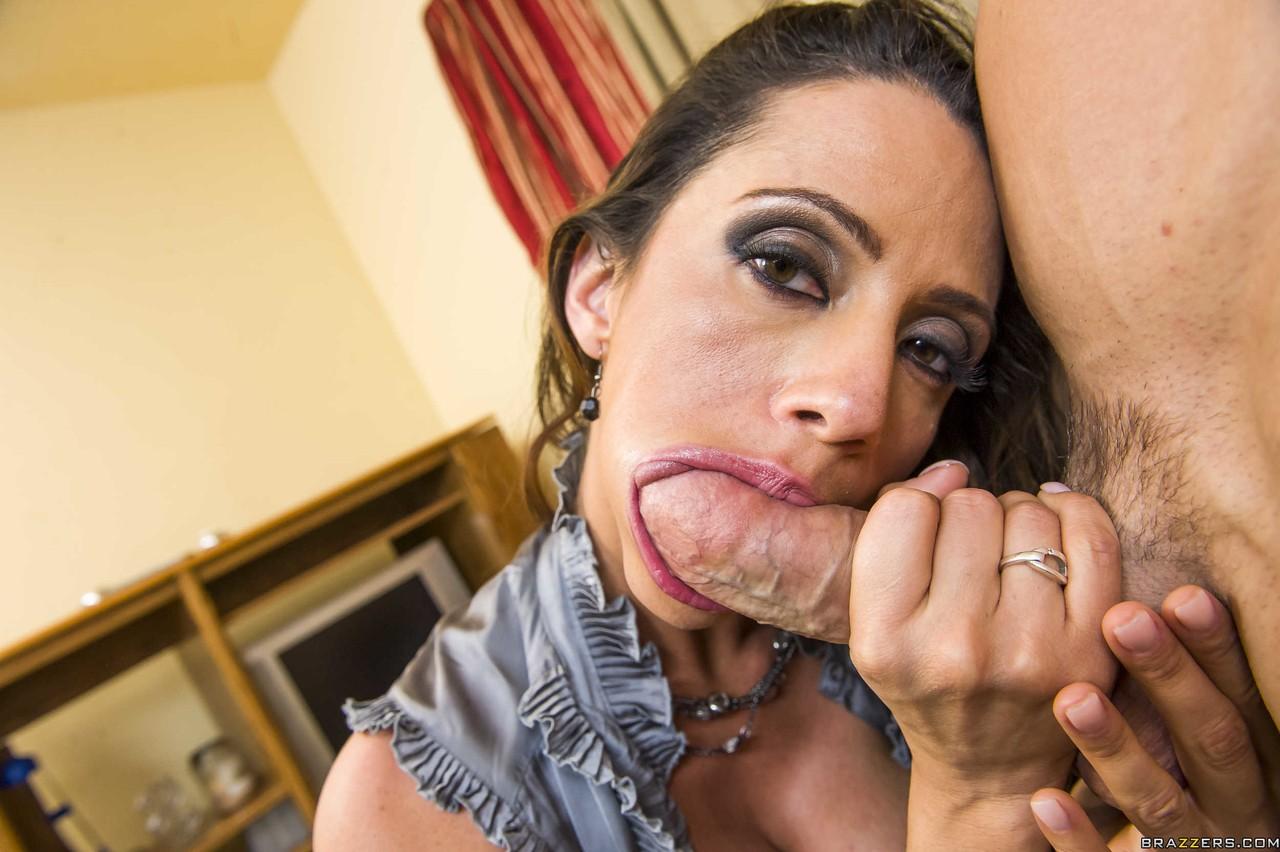 Fotos de mulata siliconada pagando boquete e trepando com sua buceta peluda